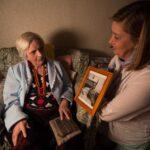 Parcesa colabora con Nadiesolo Voluntariado para acompañar a personas mayores que viven solas en sus domicilios en la Comunidad de Madrid